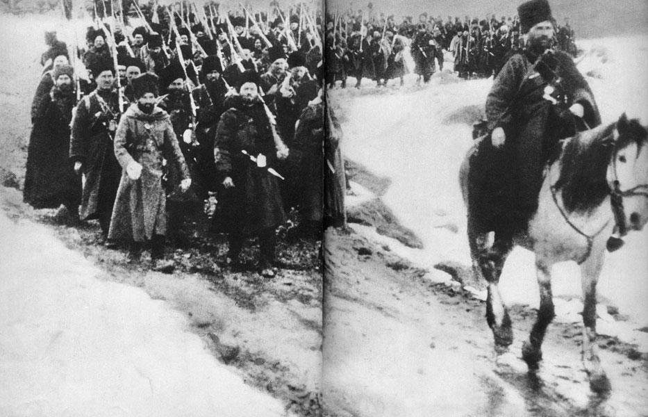 Piechota syberyjska w Prusach Wschodnich. Do walki przeciwko Niemcom i Austro-Węgrom rzucone zostały przez Rosjan oddziały sformowane z mieszkańców głębokiej Syberii. W futrzanych czapach, z jataganami zatkniętymi za pasy, budziły paniczny strach ludności terenów, na których się pojawiły: Prus i Galicji.