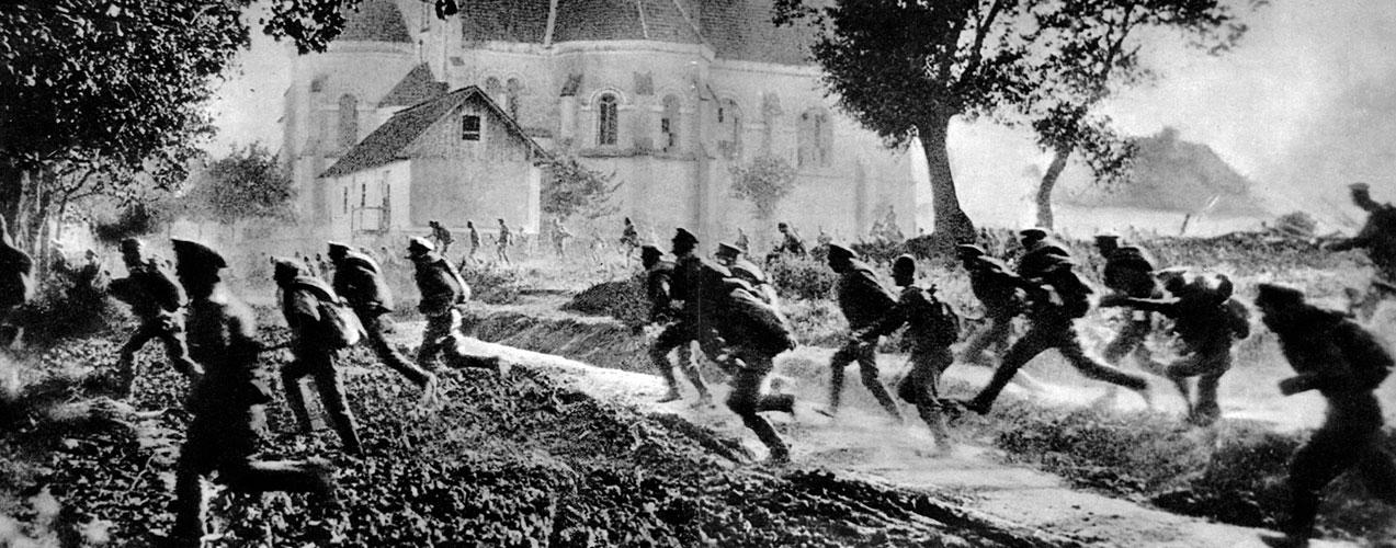 Panika w szeregach rosyjskich. Głęboki kryzys wewnętrzny Rosji wywarł fatalny wpływ na sytuację na froncie. Wprawdzie nowy rząd (wpierw kierowany przez księcia Gieorgija Lwowa, a następnie przez Aleksandra Kiereńskiego) deklarował pełną lojalność wobec zachodnich aliantów i zamierzał kontynuować wojnę, ale w rzeczywistości nie miał po temu zbyt wielkich możliwości. Dyscyplina w większości jednostek wojskowych upadła, podjęte w lipcu 1917 roku próby natarcia w rejonie Lwowa - załamały się. Podobny los spotkał operacje w innych rejonach frontu. Żołnierze rosyjscy po prostu nie chcieli już walczyć.