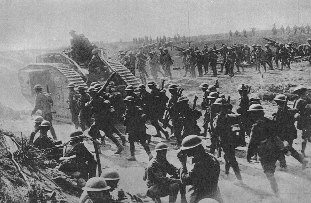 Atak pod osłoną stalowych pancerzy. Udział w natarciu dużej ilości czołgów gwarantował powodzenie. Przerażenie żołnierzy niemieckich było tak wielkie, że nie byli w stanie powstrzymywać alianckich ataków. Widmo klęski zajrzało w oczy Niemców. Straty z pierwszego dnia ofensywy sprzymierzonych - 8 sierpnia - były tak znaczne, że generał Ludendorff określił go mianem 'czarnego dnia armii niemieckiej'.