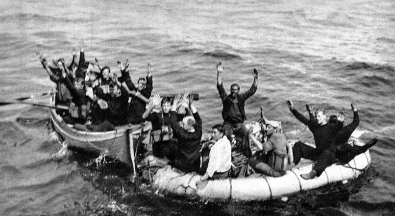 Załoga brytyjskiej łodzi do zwalczania U-bootów dostaje się do niemieckiej niewoli. Wznowienie i za-ostrzenie przez Niemców pirackiego procederu zmusiło aliantów do udoskonalenia metod zwalczania okrętów podwodnych. Jednym ze środków miały być niewielkie kutry uzbrojone w szybkostrzelne armaty. Jednostki te okazały się jednak mało skuteczne. Znacznie groźniejsze były natomiast bomby głębinowe, którymi atakowano czające się pod wodą U-booty.
