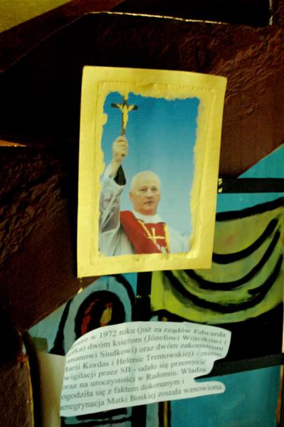Ksiądz Józef Wojcik w 1972 roku przemycił obraz do swojej parafii w Radomiu, wznawiając tym samym, zawieszoną w poprzednich latach, peregrynację.