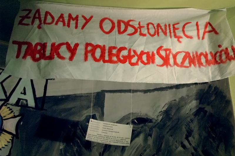 Kopie transparentów rozwijanych przez odważnych robotników (oczywiście bez zgody władz) podczas pochodu pierwszomajowego w 1971 roku.