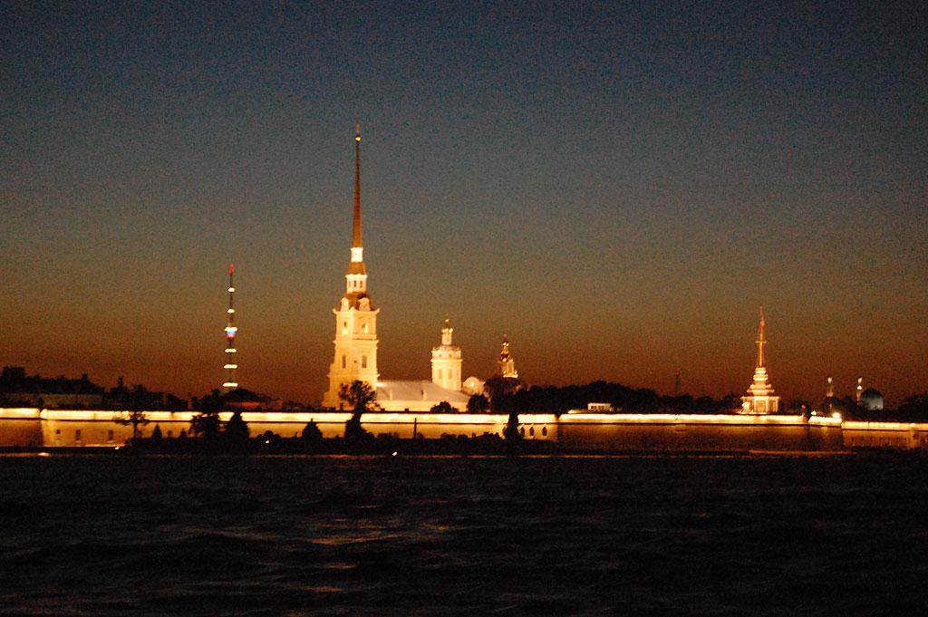 Forteca Piotra i Pawła w nocy